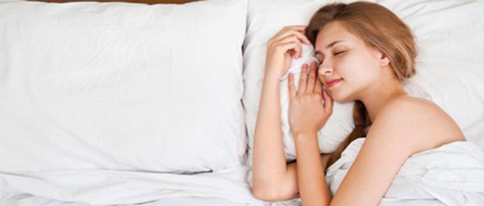 Eine Frau im Schlaf